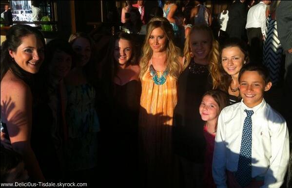 -   06/07/2013: Ashley assistant au mariage de son amie d'enfance Kim dans le New-Jersey.   -