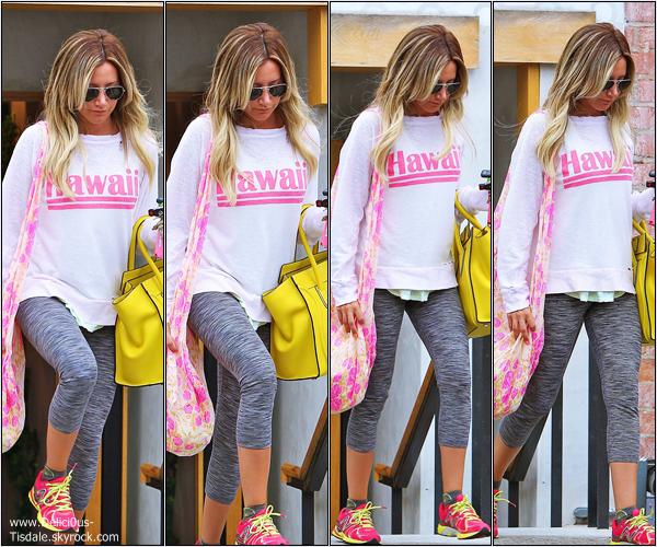 -   11/07/2013: Ashley faisant du shopping chez Free People à Studio City.   -