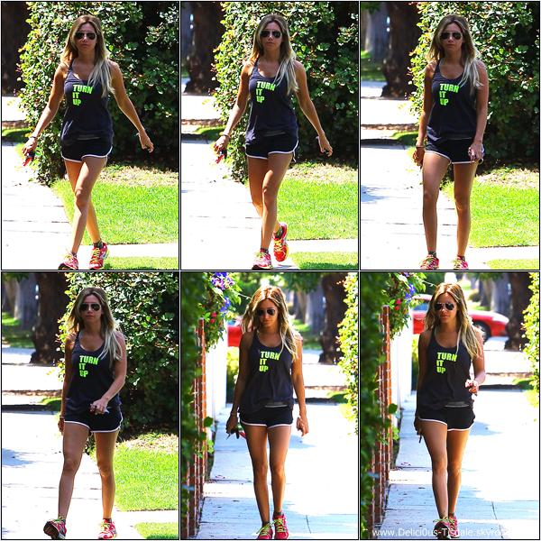 -   12/07/2013: Ashley quittant la maison d'un ami dans West Hollywood.   -