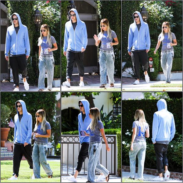 -   13/07/2013: Ashley et son petit-ami Christopher French se promenant dans les rues de Toluca Lake.   -
