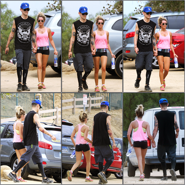 -   20/07/2013: Ashley et son petit-ami Christopher French faisant de la randonnée au Runyon Canyon à Los Angeles.   -