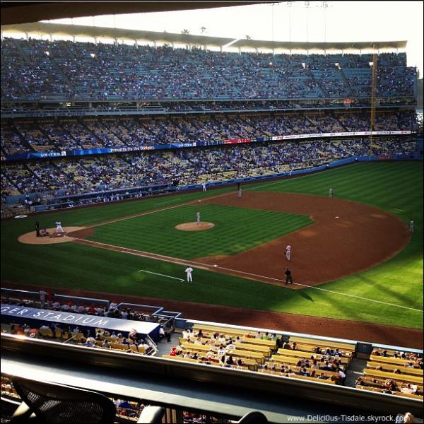 -   27/07/2013: Ashley et son petit-ami Christopher French assistant à un match de baseball à Los Angeles.   -