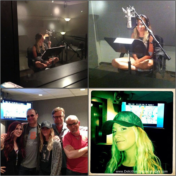-   29/07/2013: Ashley aux Margarita Mix Studios à Los Angeles.   -