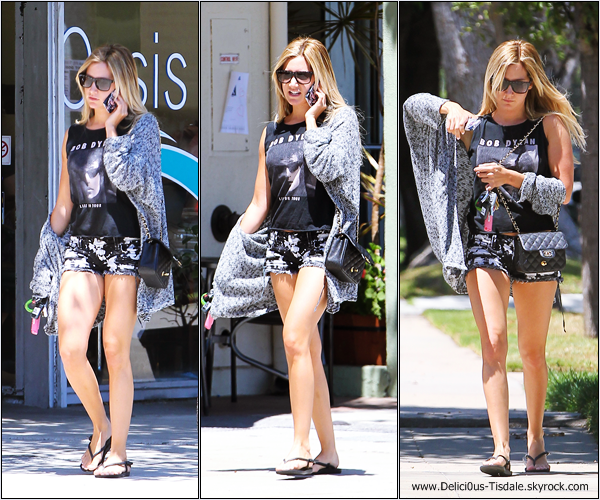 -   04/08/2013: Ashley se promenant dans les rues de Los Angeles.   -