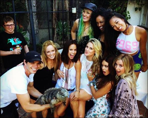 -   05/08/2013: Ashley et son petit-ami Christopher French arrivant au 25ème anniversaire de leur amie Laura New.   -
