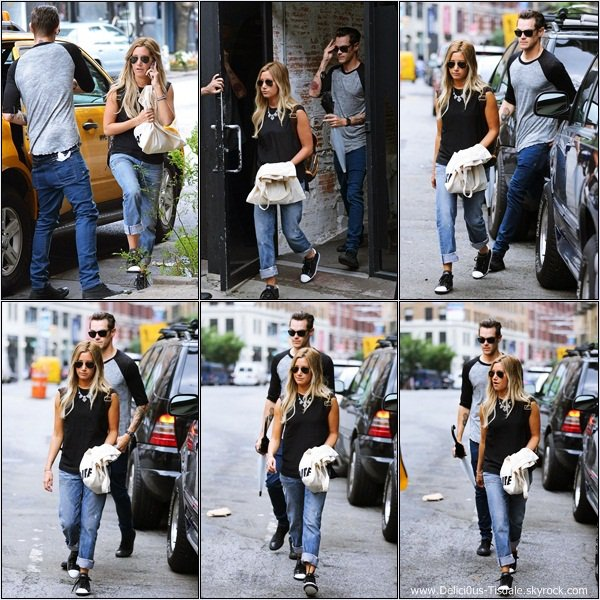 -   09/08/2013: Ashley et son fiancé Christopher French faisant du shopping dans le quartier de Soho à New-York.   -