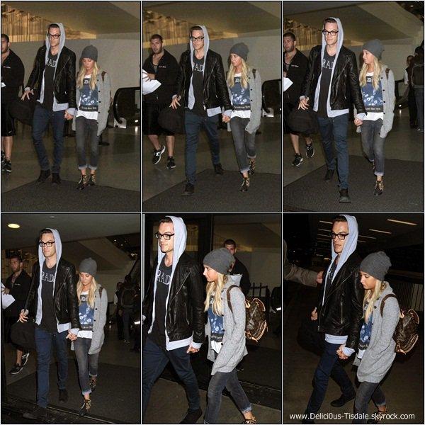 -   10/08/2013: Ashley quittant son hôtel à New-York.   -