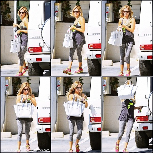 -   15/08/2013: Ashley se rendant dans un café à Studio City.   -