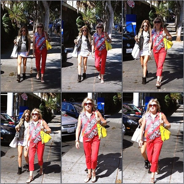 -   16/08/2013: Ashley et sa maman Lisa se promenant dans West Hollywood.   -