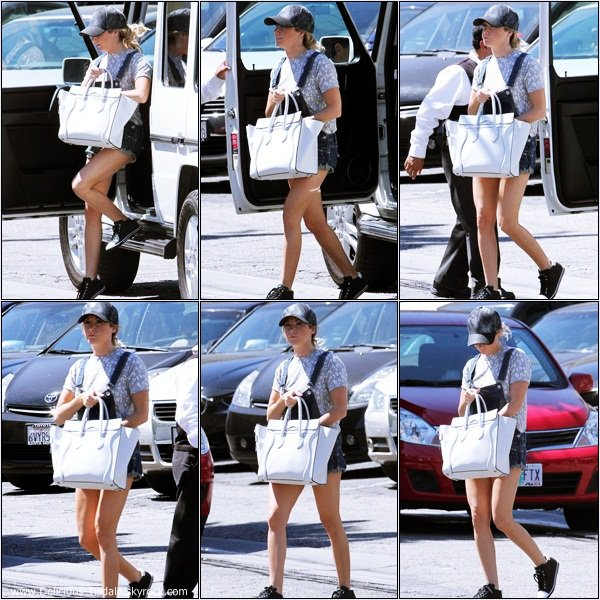-   23/08/2013: Ashley arrivant/quittant un restaurant à Toluca Lake.   -