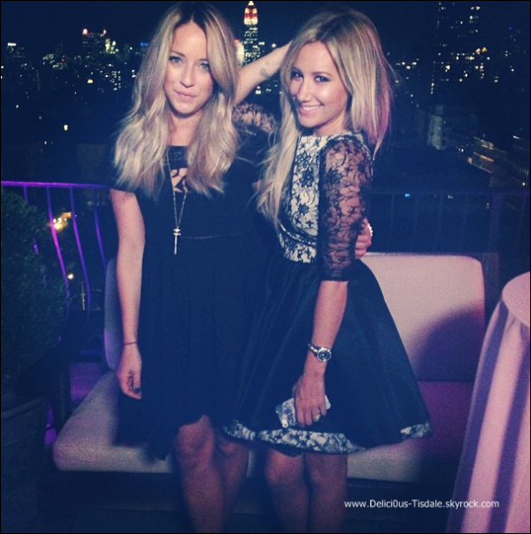-   04/09/2013: Ashley et son amie Morgan Parks se promenant dans les rues de New-York.   -