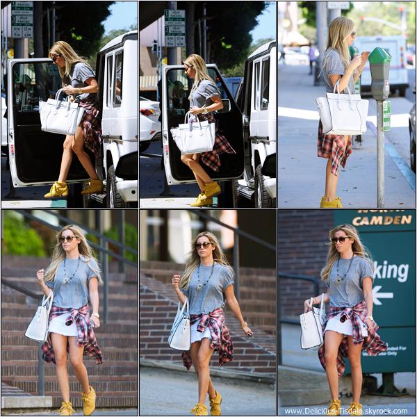 -   06/09/2013: Ashley quittant un cours de pilates à Studio City.   -