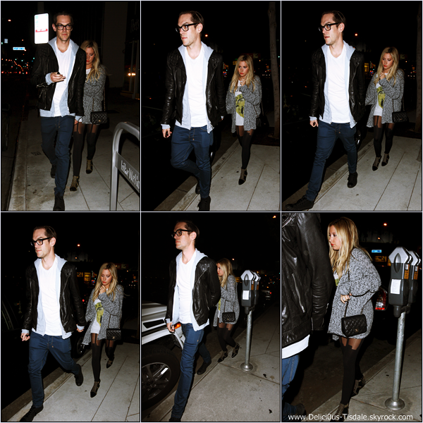 -   23/09/2013: Ashley et son fiancé Christopher French quittant le restaurant Panini's Pizza dans West Hollywood.   -