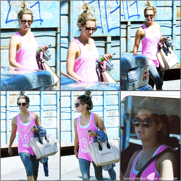 -   30/09/2013: Ashley quittant le WundaBar Pilates à Studio City.   -