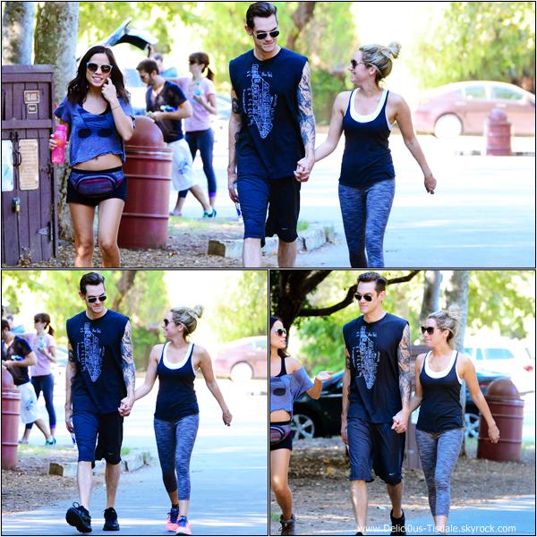 -   05/10/2013: Ashley, son fiancé Christopher French et leur amie Kim Hidalgo faisant une randonnée à Hollywood.   -