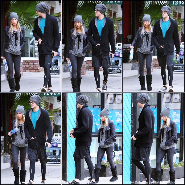 -   09/10/2013: Ashley et son fiancé Christopher French arrivant/quittant le WundaBar Pilates à Studio City.   -