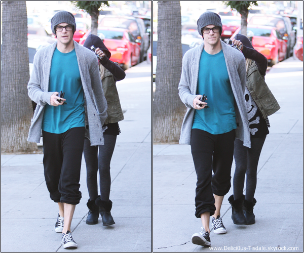 -   24/10/2013 : Ashley et son fiancé Christopher French quittant le Wundabar Pilates dans Studio City.   -