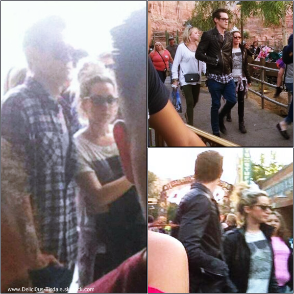 -   26/10/2013 : Ashley accompagnée de toute sa famille à DisneyLand.   -