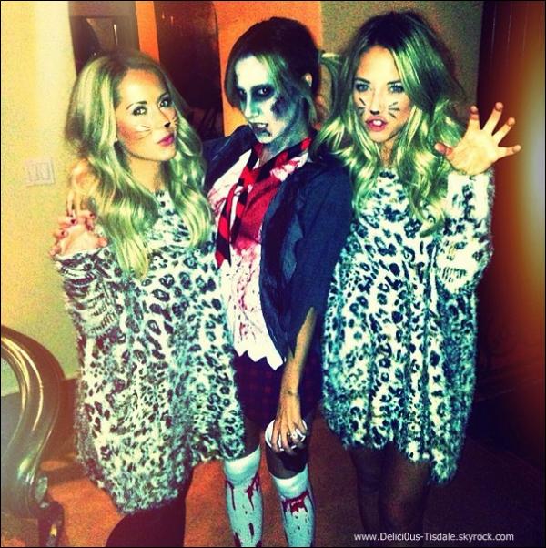 -   31/10/2013 : Ashley, déguisée en Britney Spears zombie, fêtant Halloween avec son fiancé et ses amis.   -