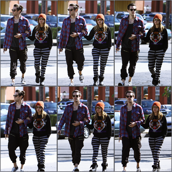 -   09/11/2013 : Ashley et son fiancé Christopher French se rendant au restaurant Mo à Toluca Lake.   -