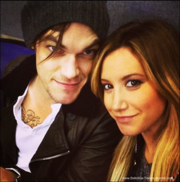 -   23/11/2013 : Ashley et son fiancé Christopher French assistant au St. Jude Give thanks. Walk à Los Angeles.   -