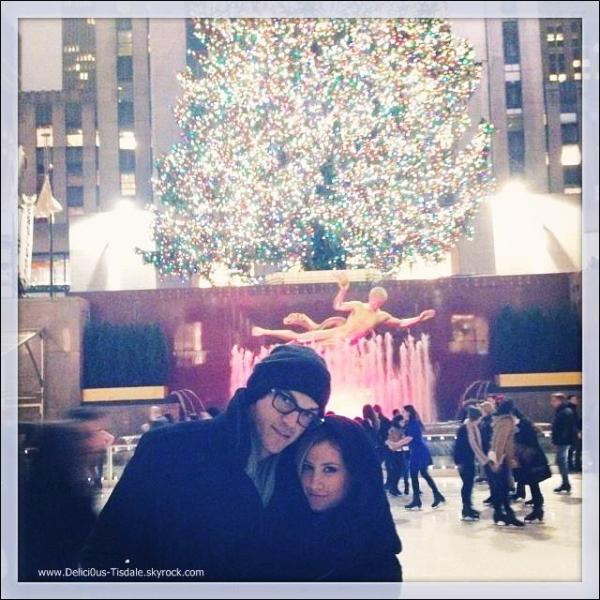 -   05/12/2013 : Ashley et son fiancé Christopher à la patinoire Rockefeller à New-York.   -
