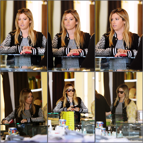 -   12/12/2013 : Ashley faisant du shopping chez Planet Blue à Beverly Hills.   -