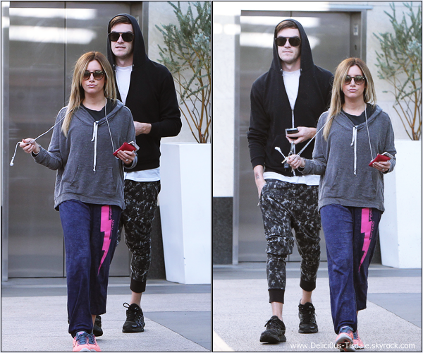 -   10/01/2014 : Ashley et son fiancé Christopher French se rendant à la salle de gym Equinox dans West Hollywood.   -