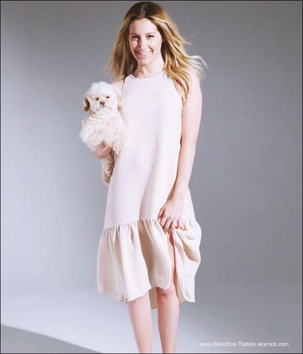 -   Aritzia : Découvrez une nouvelle photo du photoshoot d'Ashley pour la marque de vêtements Aritzia réalisé par Magdalena Wosinska.   -