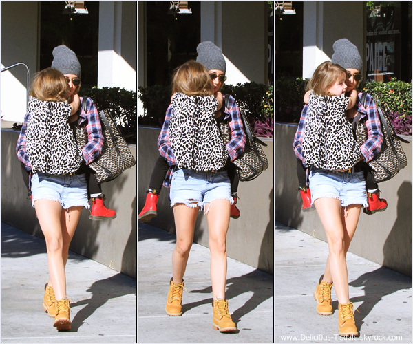 -   17/01/2014 : Ashley et sa nièce Mikayla arrivant/quittant le Newsroom Cafe dans West Hollywood.   -