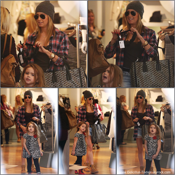-   17/01/2014 : Ashley faisant du shopping avec sa maman Lisa et sa nièce Mikayla à la boutique Intermix à Beverly Hills.   -