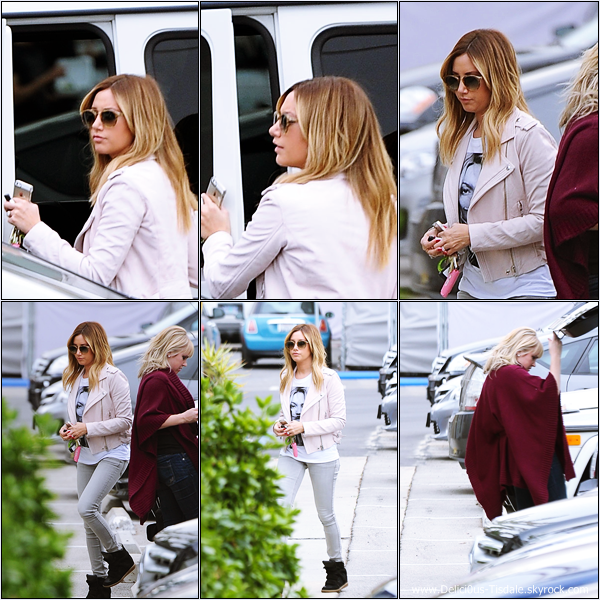 -   21/01/2014 : Ashley et son amie Julie Sarinana quittant le Toast Bakery Cafe dans West Hollywood.   -