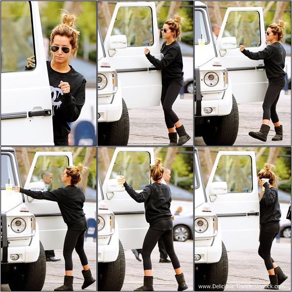 -   24/01/2014 : Ashley quittant le Lemonade à Los Angeles.   -
