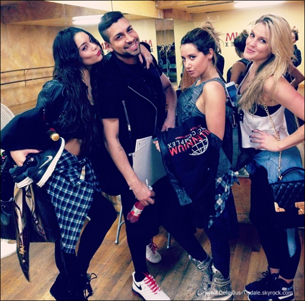 -   31/01/2014 : Ashley et ses amis Vanessa Hudgens, Laura New et Jeri Slaughter au Millennium Dance Studios dans North Hollywood.   -
