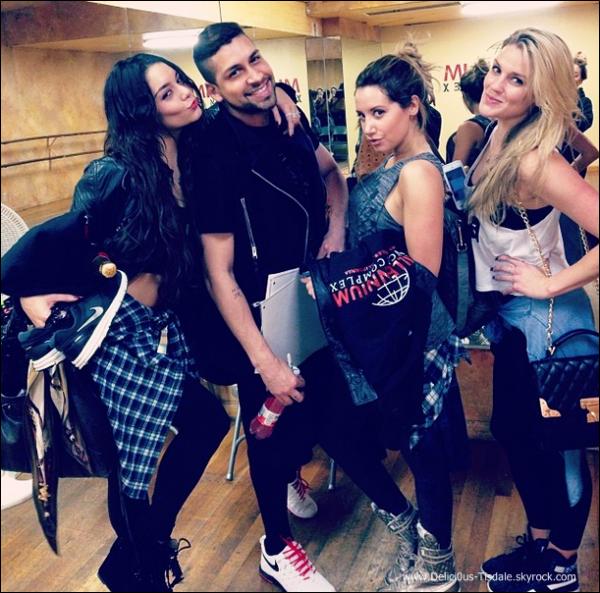 -   31/01/2014 : Ashley et ses amis Vanessa Hudgens, Laura New et Jeri Slaughter au Millennium Dance Studios dans North Hollywood.   -