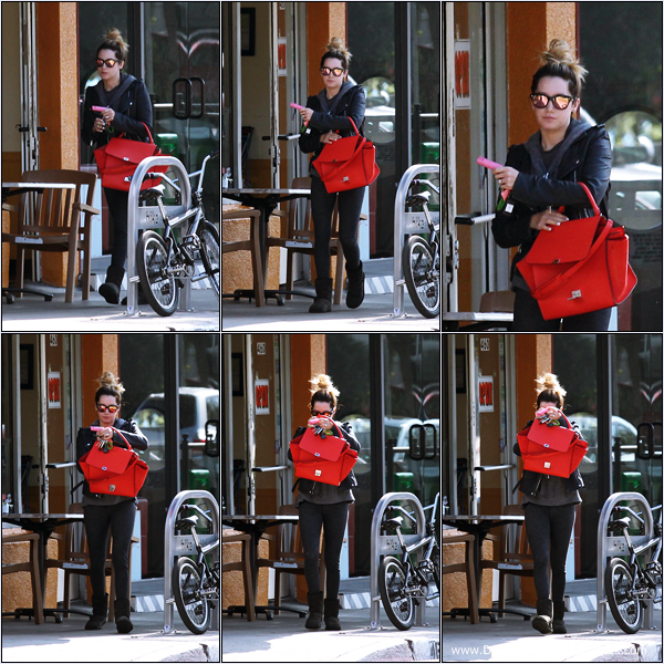 -   10/02/2014 : Ashley quittant le Ed's Coffee Shop dans West Hollywood.   -