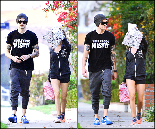 -   17/02/2014 : Ashley et son fiancé Christopher French se promenant à Toluca Lake.   -