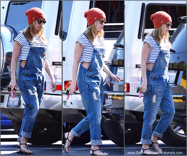 -   23/02/2014 : Ashley arrivant/quittant la pharmacie Rite Aid dans Studio City.   -