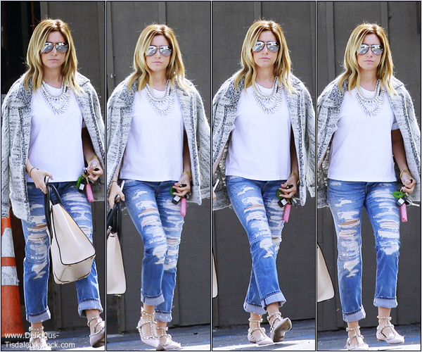 -   04/03/2014 : Ashley et sa maman Lisa quittant le restaurant Mo à Toluca Lake.   -