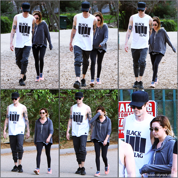 -   07/03/2014 : Ashley et son fiancé Christopher French faisant une randonnée au Runyon Canyon à Hollywood.   -