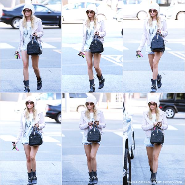 -   18/03/2014 : Ashley quittant le salon de coiffure Nine Zero One dans West Hollywood.   -