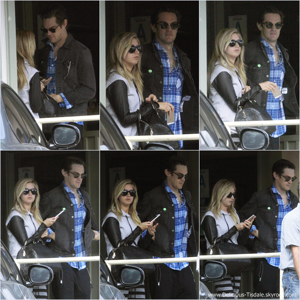 -   22/03/2014 : Ashley et son fiancé Christopher French quittant le restaurant Hugo dans Studio City.   -