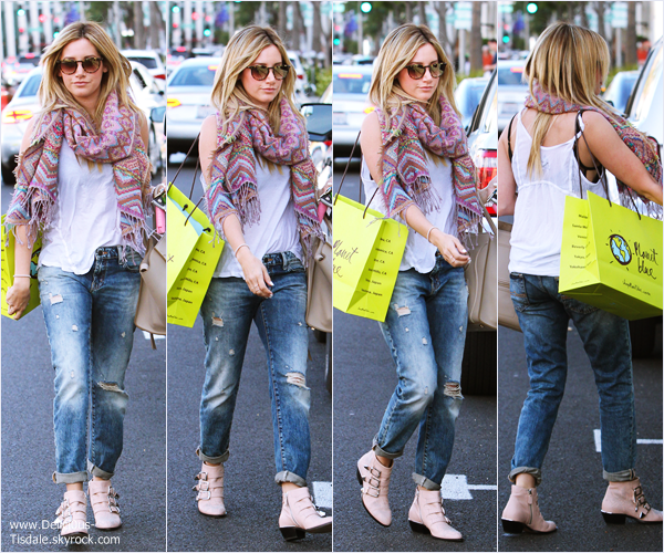 -   03/04/2014 : Ashley faisant du shopping chez Planet Blue à Beverly Hills.   -