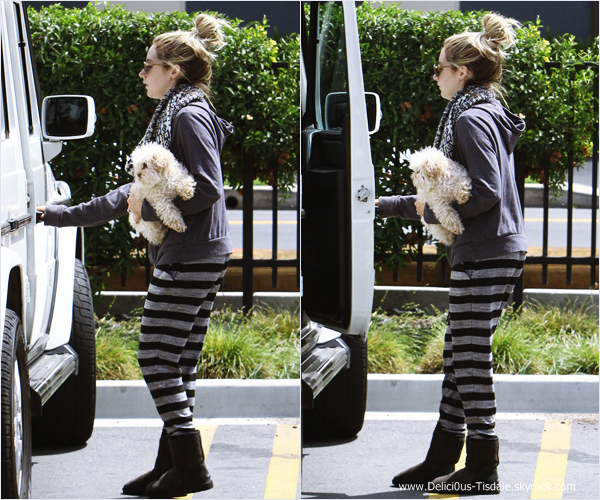 -   19/04/2014 : Ashley, son fiancé Christopher French et sa chienne Maui quittant le Vivian's Millenium Cafe dans Studio City.   -