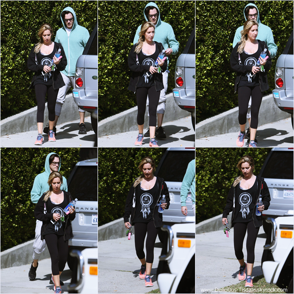 -   21/04/2014 : Ashley et son fiancé Christopher French quittant un cours de sport dans West Hollywood.   -