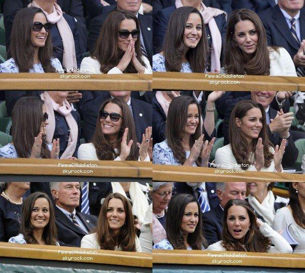- 08/07/2012 : Pippa & sa soeur Kate ont assisté à la final de tennis homme à Wimbledon : Tenue : Robe Project D - Chaussures compensées noires - Lunettes Givenchy & Sac Tory Burch  -