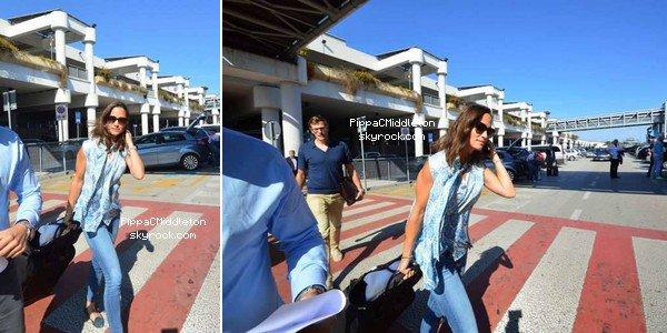 CANDID du 18 Septembre 2014 :  _________________________________________________  Pippa, son frère, et son boyfriend Nico ont été aperçus dans l'aéroport de Bari en Italie à leur arrivée.