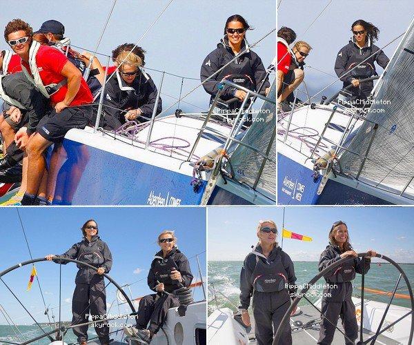 SPORT 3 Août 2014 :  _________________________________________________  Pippa à rejoint une équipe américaine pour une course de voilier. C'est la deuxième fois que Pippa fait de la voile avec une équipe, la fois précédente c'était avec une équipe britannique.