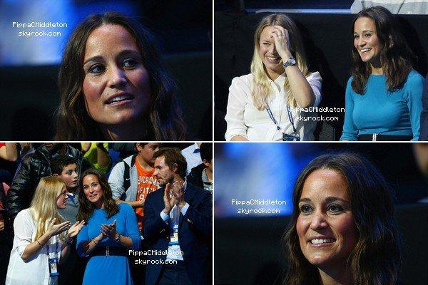 CANDID 13 Novembre 2014 :  _________________________________________________  Pippa a assisté accompagné d'un ami au match de tennis, qui opposait Murray à Federer.