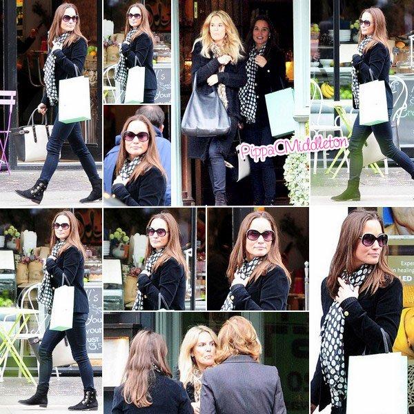 .   23.10.2015, Pippa a été vue quittant un petit déj avec des amies au IvyChelsea Garden, à Londres  .